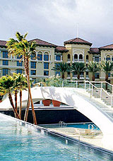 Luxury Hotel with Pool in Las Vegas